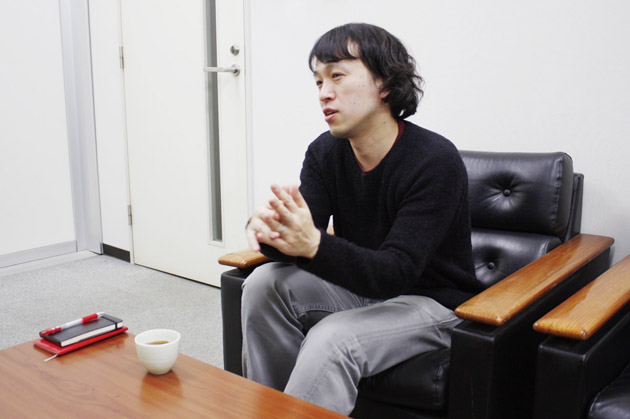 朝日出版社第5編集部・綾女欣伸さん