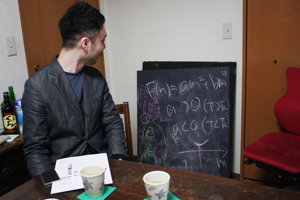 「さるフェス '14」で行われた、菊池誠・能町みね子・小峰公子による講義ユニット「Scientissimo(さいえんてぃっしも)」による物理学講義の板書。