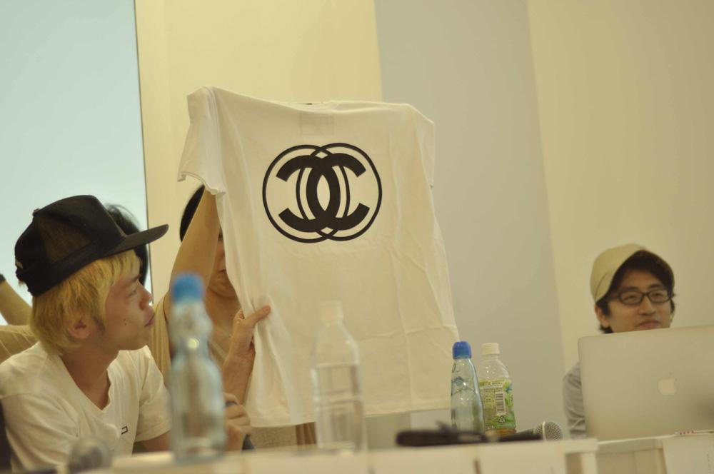 """山口壮大さんとANREALAGEのTシャツライン「AZ」による""""アイデアの模倣を逆手に取った""""Tシャツ"""