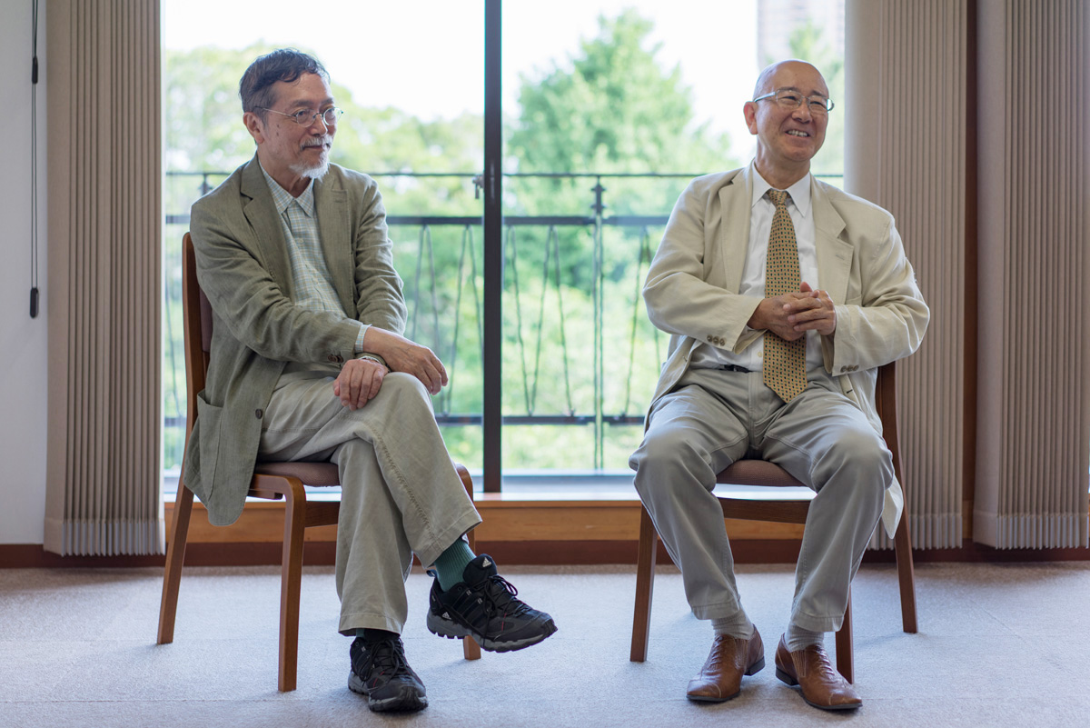 (左から)池澤夏樹氏、萩野正昭氏