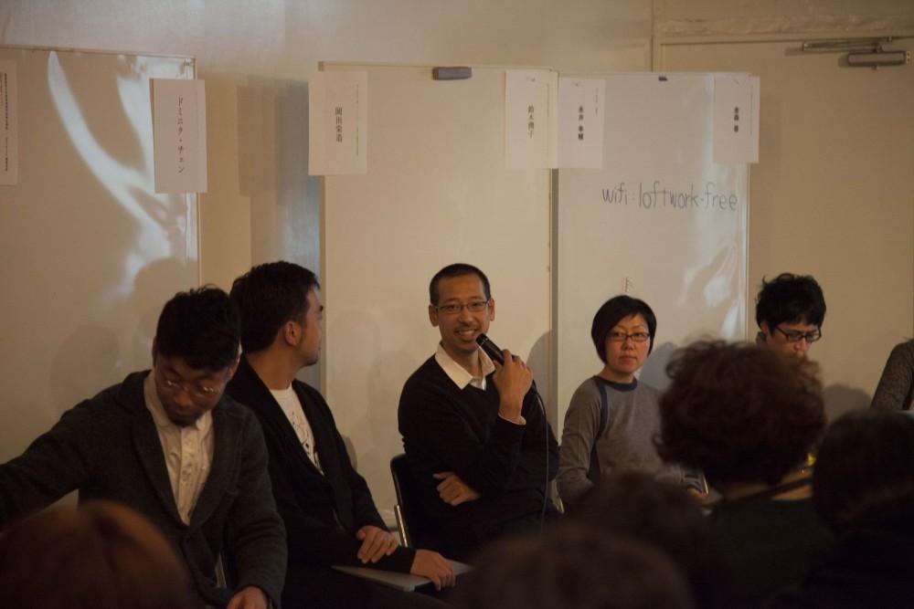 (中央)岡田栄造氏