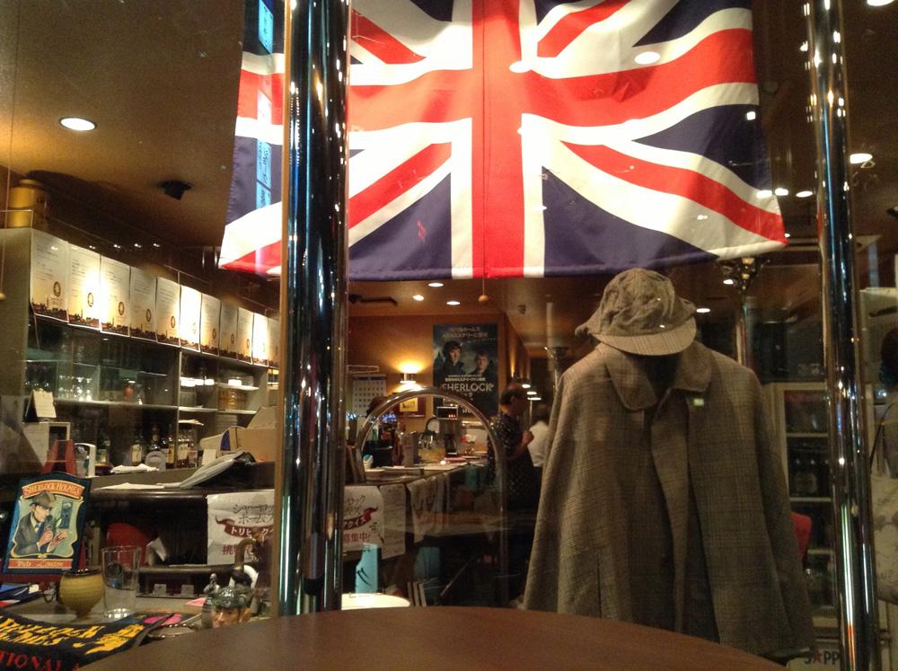 パブ・シャーロックホームズの際の店内。コスプレ衣装の貸し出しも