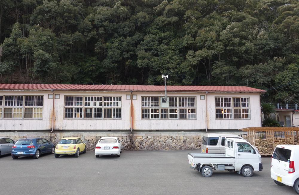 bookcafe kujuが入居する旧九重小学校