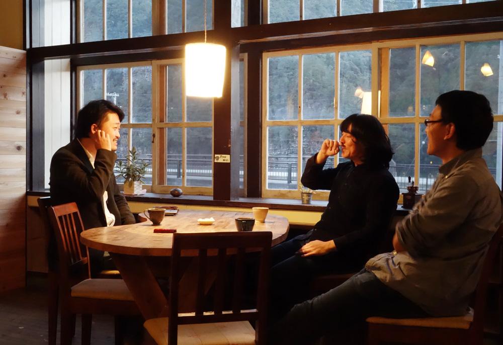 (左から)内沼晋太郎(聞き手)、山下賢二さん、柴田哲弥さん
