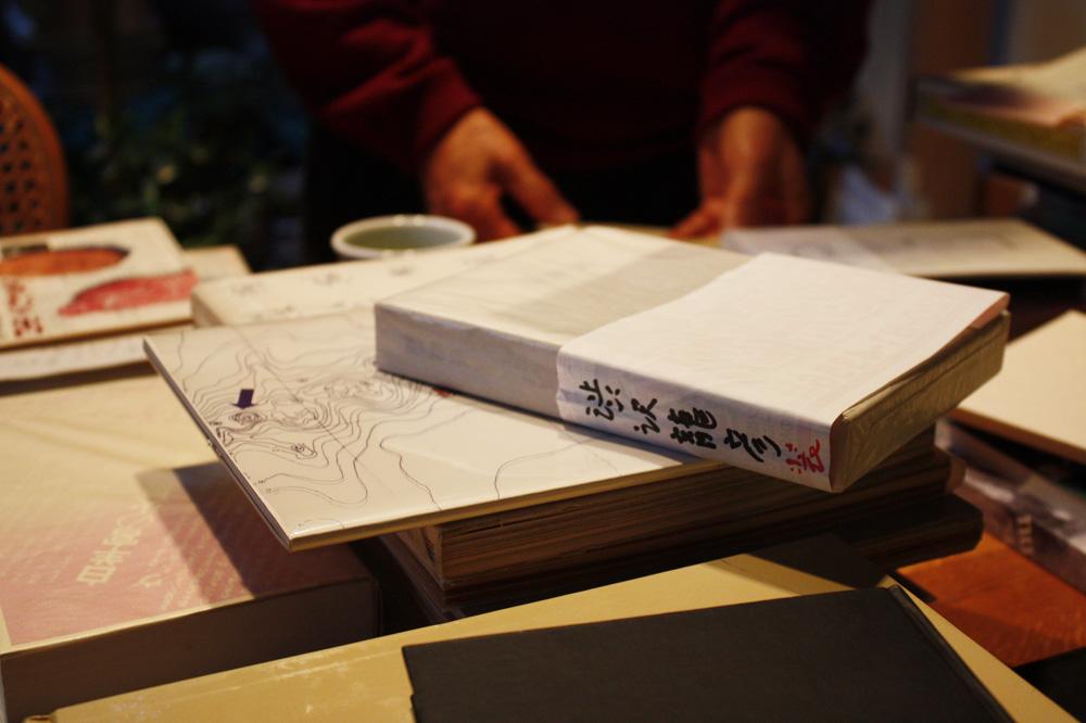 パラフィン紙に包まれ、大切に保管されている澁澤龍彦装幀本