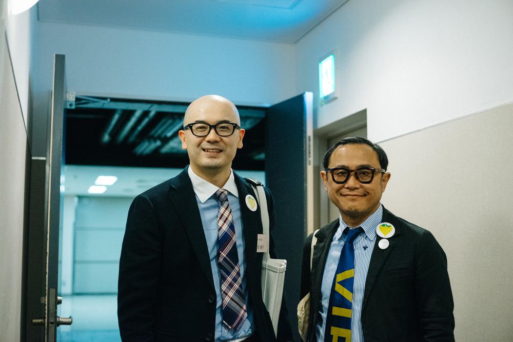 スマイルズ代表・遠山正道さんと(2015年4月16日、スマイルズの経営計画発表会にて)
