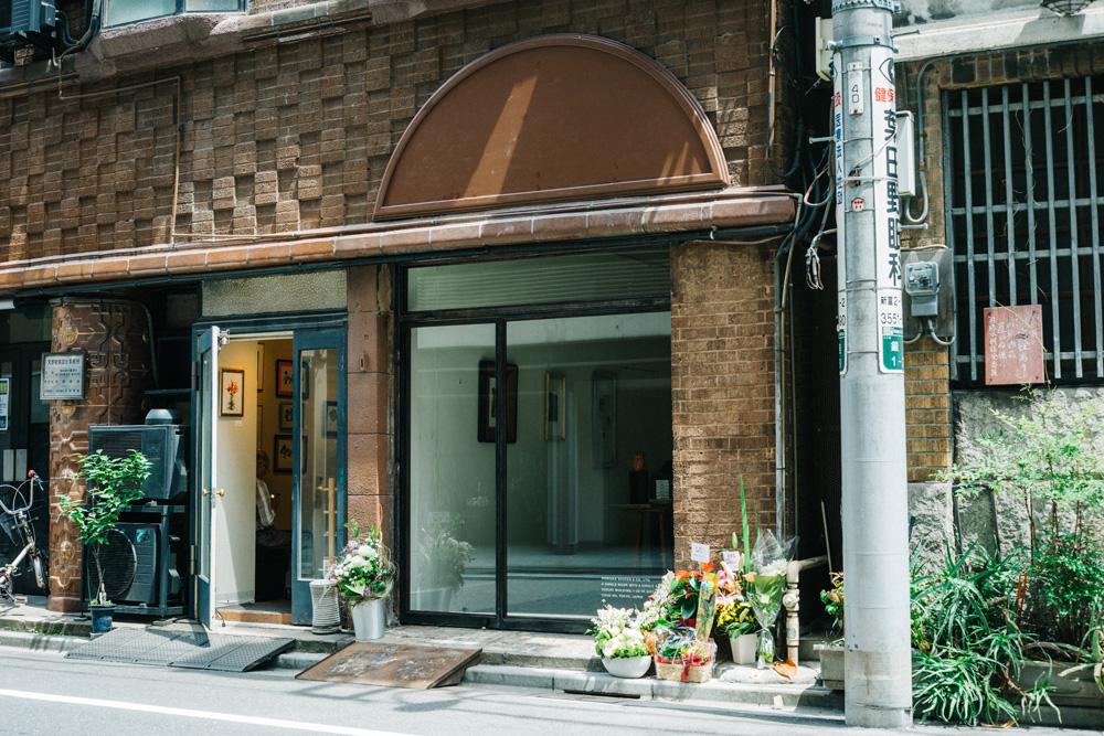 森岡書店 銀座店の入居する銀座・鈴木ビル