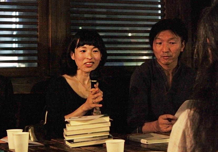(左から)牟田都子さん、ナカムラクニオさん