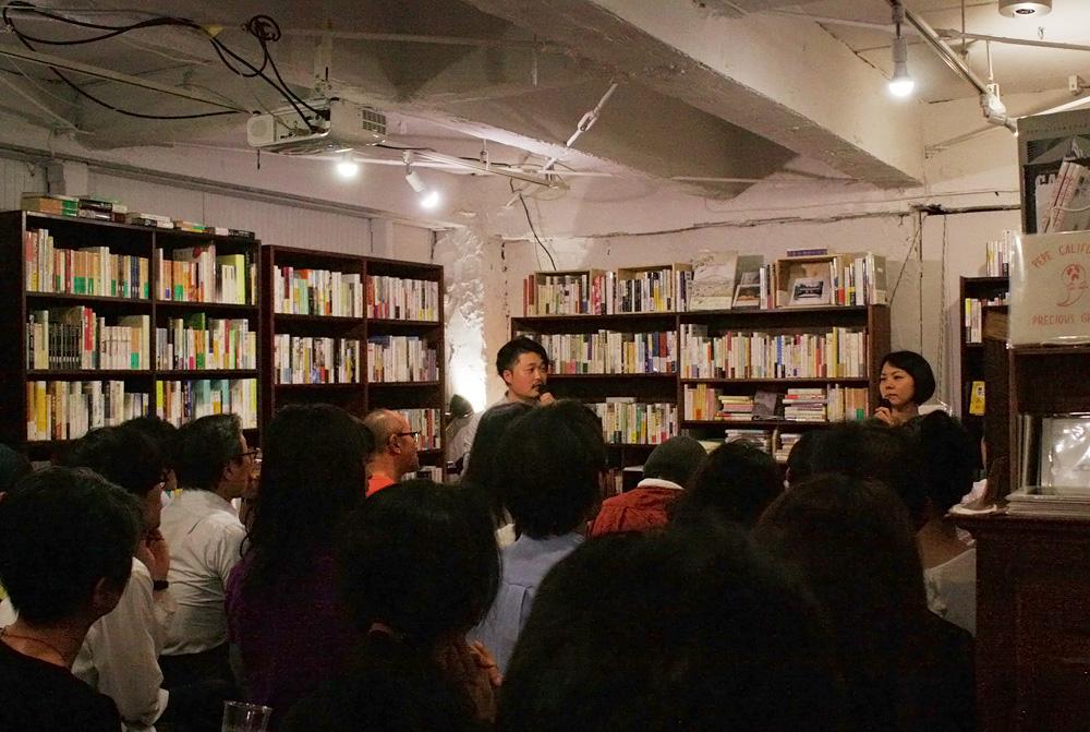 (左から)内沼晋太郎、宇田智子さん
