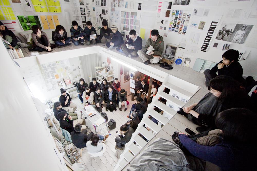 2010年にPANTALOONで行われた「お引越とお葬式」展の様子 Photo: Kiyotoshi Takashima