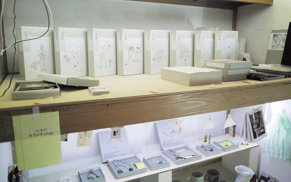 本と雑貨を販売するスペース「キラメキSHOP」