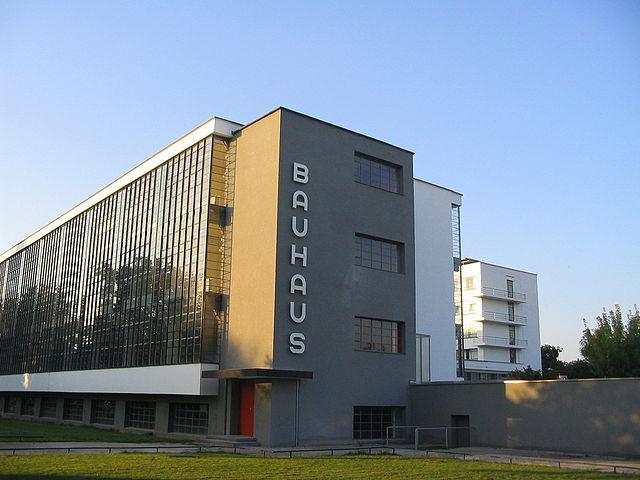 バウハウス デッサウ校舎[Wikimedia Commonsより]