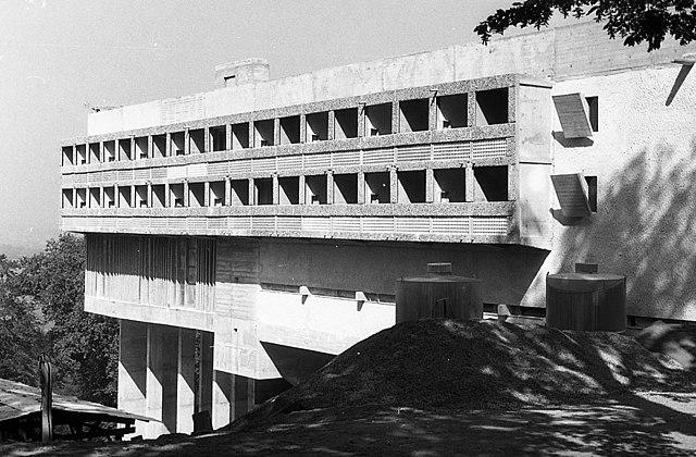ラ・トゥーレット修道院[Wikimedia Commonsより]