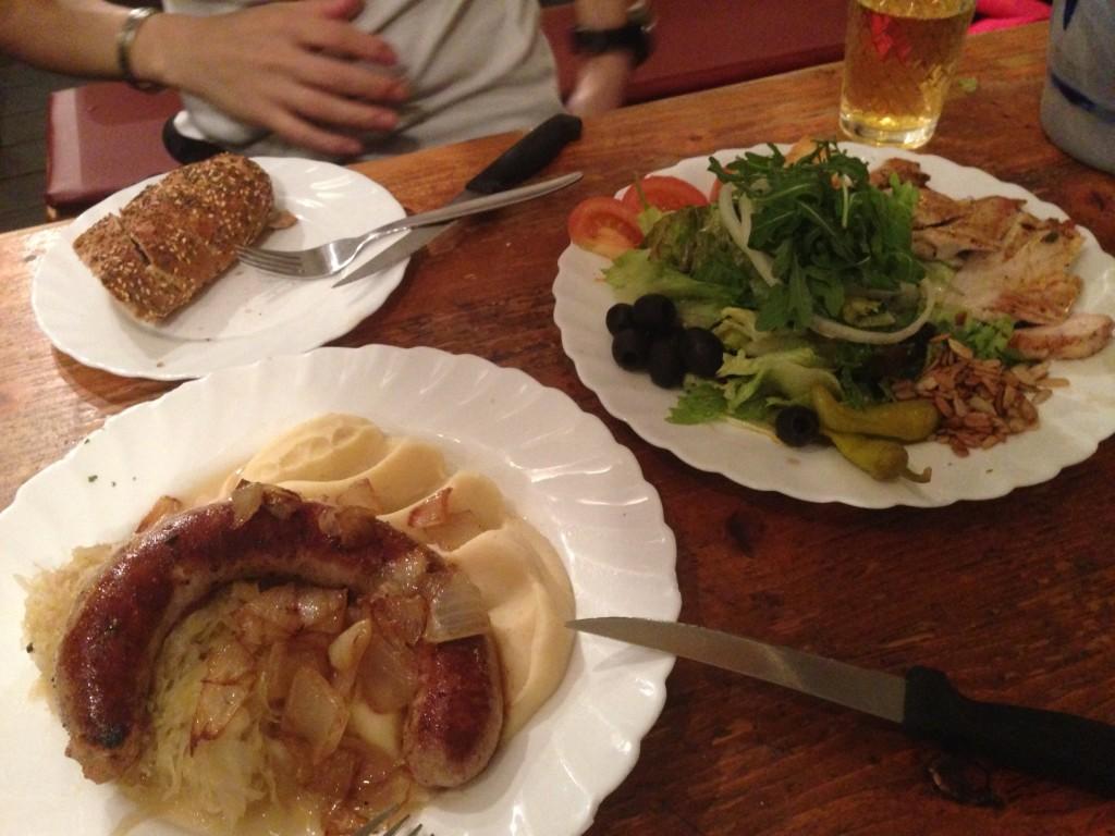典型的なドイツ料理。本当に肉とジャガイモばっかりで、以降こんなのばっかり食べていましたが、なぜか意外と飽きないのです